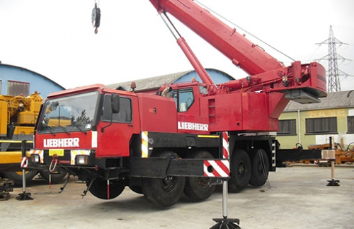 90 ton capacity Liebherr LTM 1090 year 1997 sold to a client in Abu Dhabi