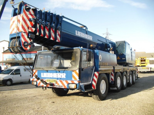 Sale of three truck cranes to a customer in Taiwan