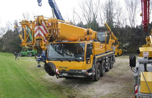 Five Liebherr mobile cranes have been sold to a Korean customer